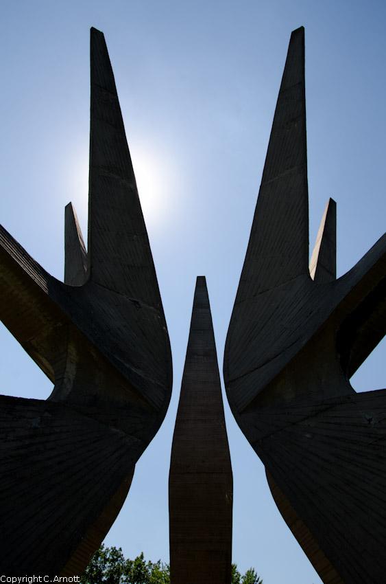 monument_2v
