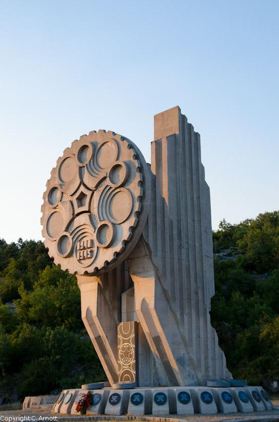 monument_38v