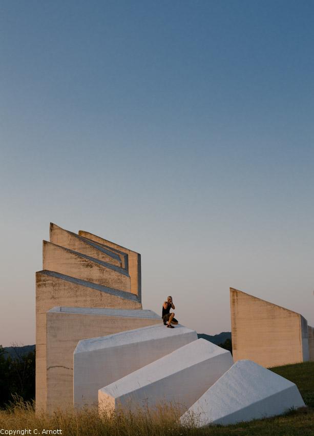 monument_10v