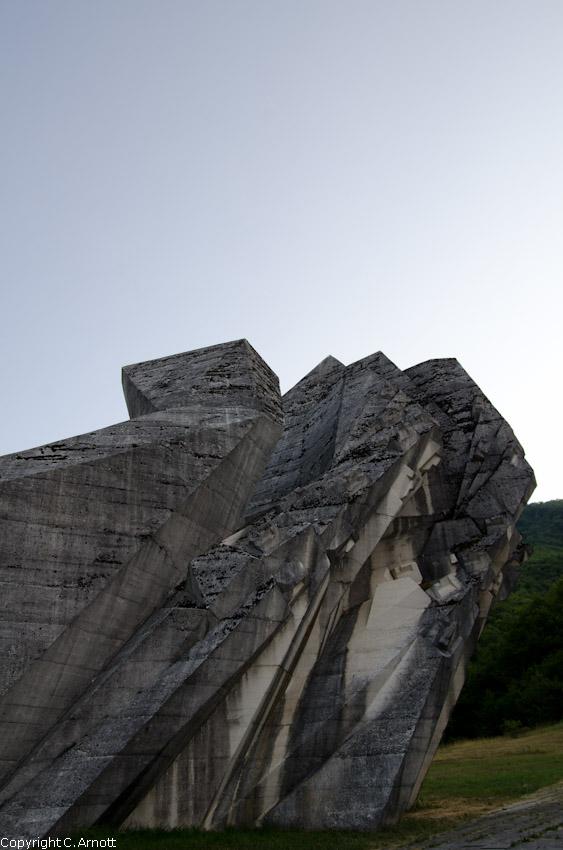 monument_16v