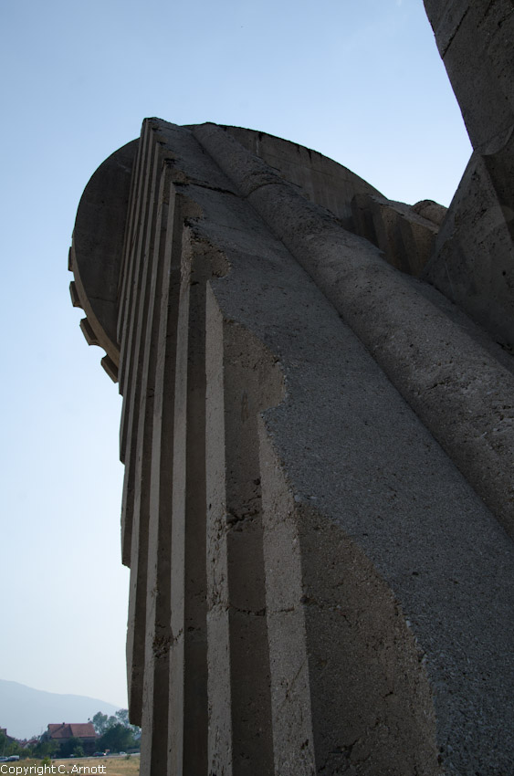 monument_33v